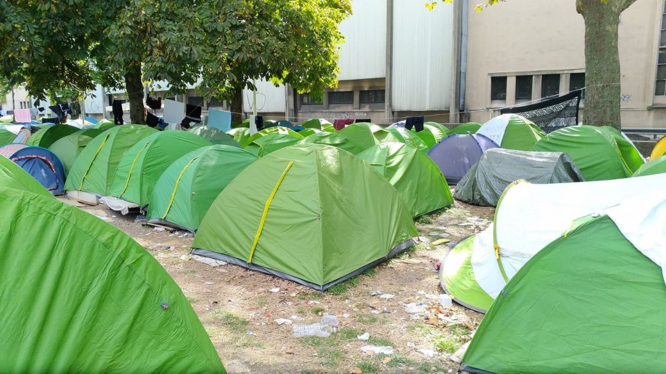 """Refugees in Paris living in conditions 'unfit for any human being"""""""
