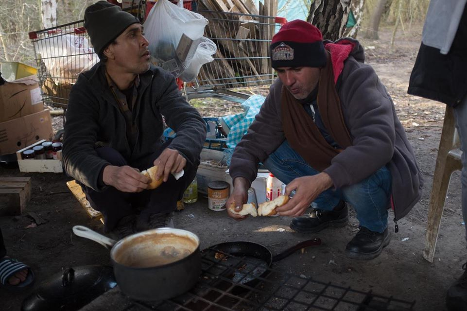 In Calais, cooking together is a respite from life