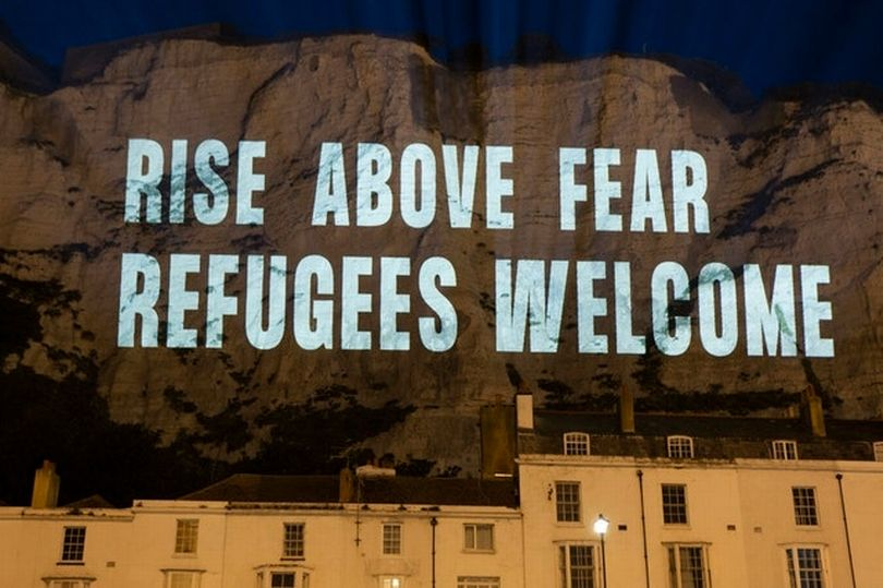 Dover comes out to show that refugees are welcome
