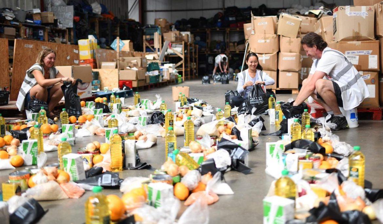 Superstar Calais volunteers feed 800 people in a week