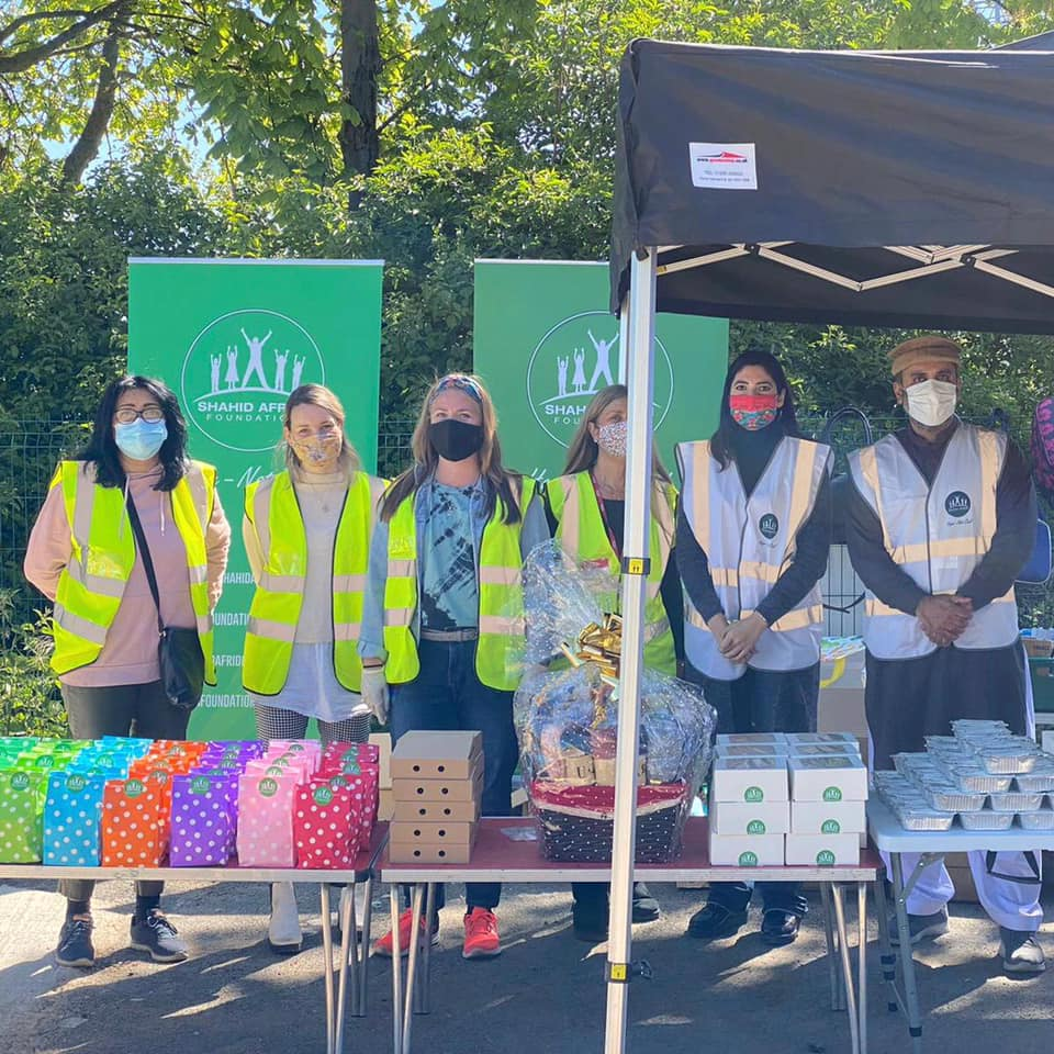 Volunteers get ready for Eid with joint distribution in London